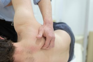 Osteopath for Shoulder Pain - Wellthy Clinic